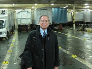 宮崎カーフェリー内トラック積載車